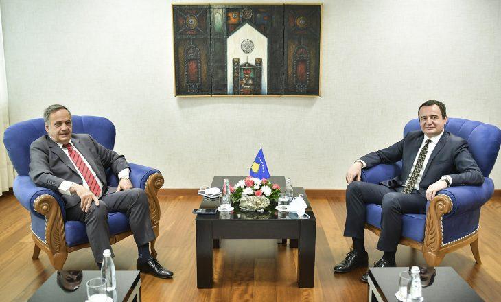 Kurti takohet me ish-eurodeputetin gjerman, KnutFleckenstein, diskutojnë për socialdemokracinë