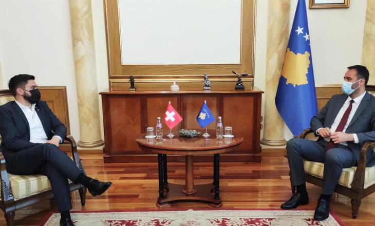 Kryeparlamentari Konjufca priti në takim deputetin zviceran, Cédric Wermuth