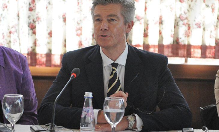 Simmons: Ndjekja penale e kriminelëve serbë nga BE-ja të jetë kusht i dialogut