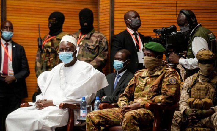 Ushtria e Malit arreston presidentin dhe kryeministrin e vendit