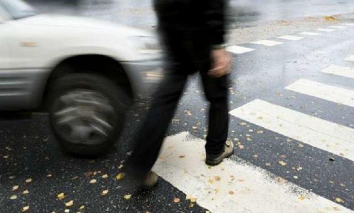 Podujevë: Goditet nga vetura, dërgohet në spital një këmbësor