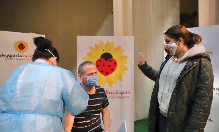 Mjekët që u vaksinuan në Kukës sot marrin dozën e dytë në Prishtinë