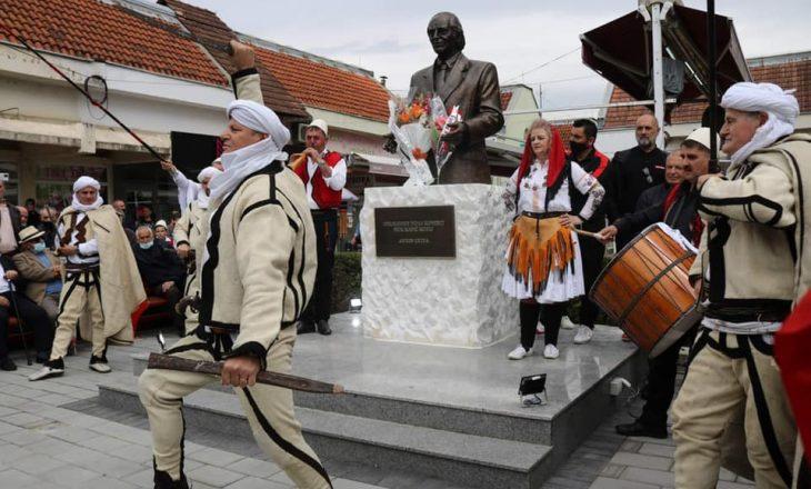 Përurohet busti i Anton Çetës në Klinë
