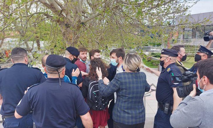 Pesë aktivistë të PSD-së u shoqëruan në stacionin policor, policia jep detaje