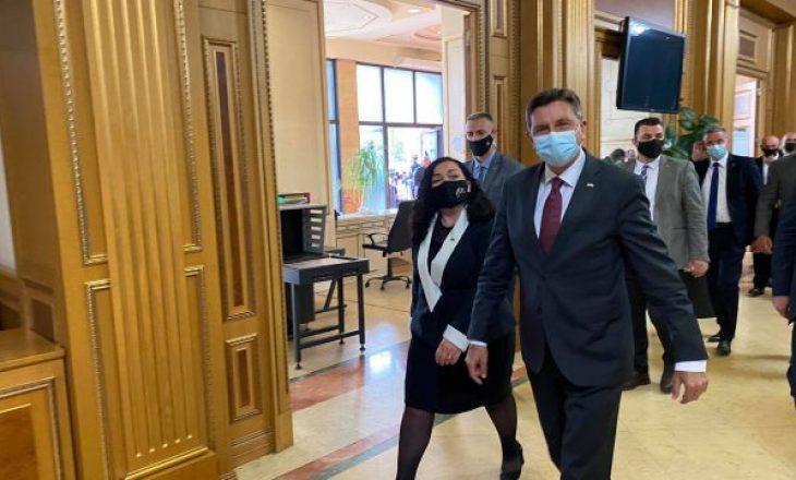 Presidenti slloven arrin në Kosovë, takohet me Osmanin