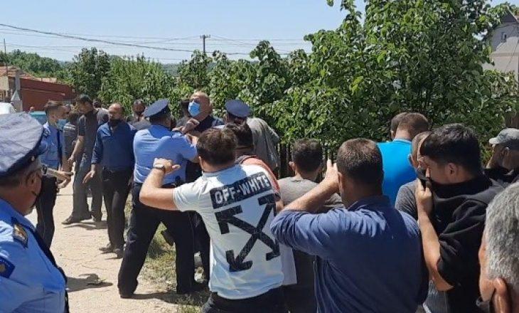 Tensione midis qytetarëve në Kamenicë dhe policisë – përdoret sprej