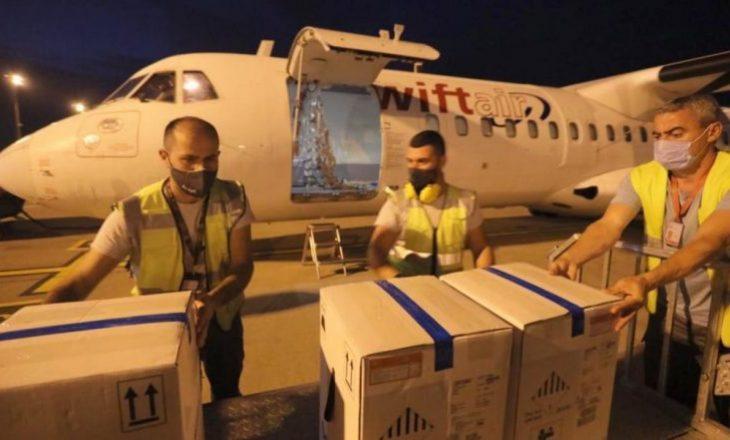 """Mbërrijnë në Shqipëri mbi 14 mijë doza vaksinash """"Pfizer"""""""