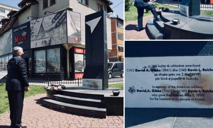 Kosnett kujton dy pilotët e NATO-s që ranë në Kosovë
