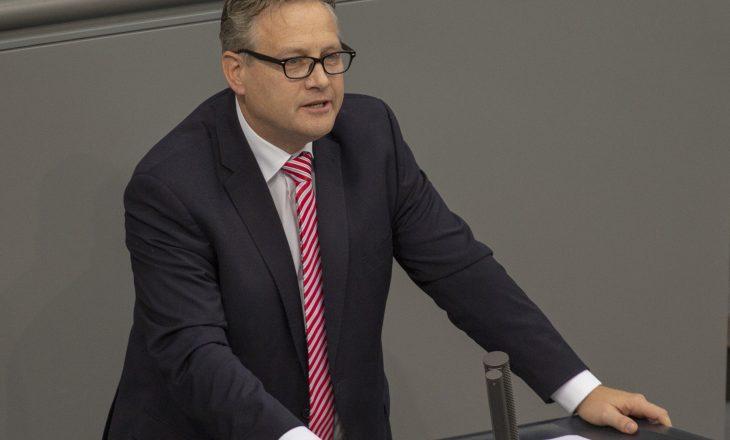 Deputeti gjerman: Kosova është pjesë e Serbisë