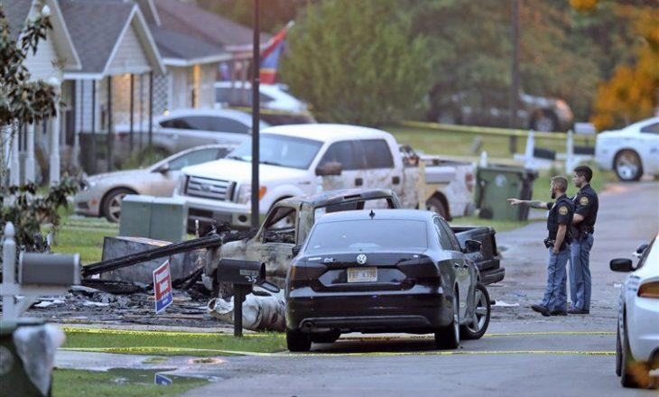 Së paku katër persona kanë humbur jetën pasi një aeroplan i vogël u rrëzua mbi një shtëpi në Mississippi të SHBA-së