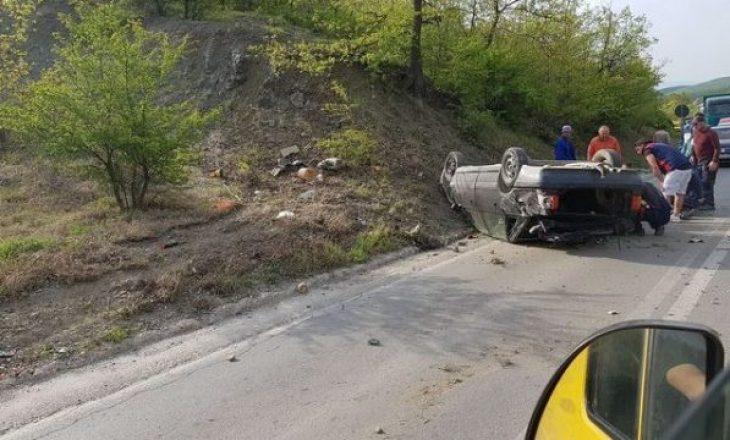 Tre persona lëndohen pasi rrokullisen me veturë në rrugën Gjilan-Prishtinë