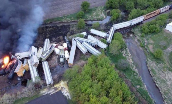 Treni del nga shinat dhe shpërthen në flakënë Iowa të SHBA-së