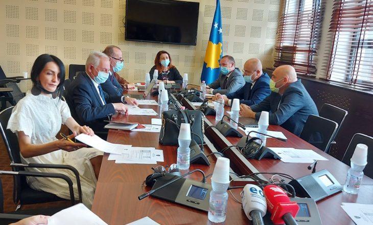 Zemaj e Kollçaku përplasen në Komisionin për Shëndetësi, shkak numri i viktimave nga COVID-19