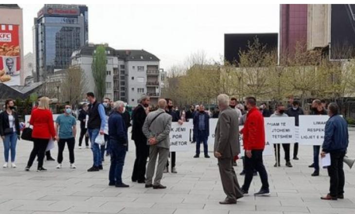 Protestojnë punëtorët e komunikacionit, kërkojnë që paga minimale të jetë 400 euro