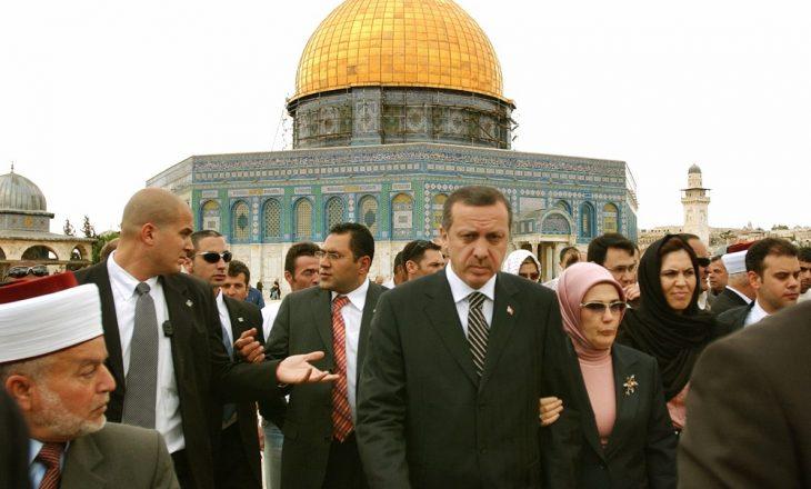 """Erdogan e cilëson si """"terror"""" ndërhyrjen e forcave izraelite në xhaminë Al-Aksa"""