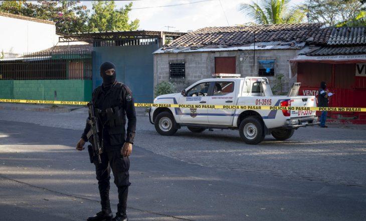 Dhjetë trupa të pa jetë gjenden në pronën e ish-oficerit të policisë në El Salvador