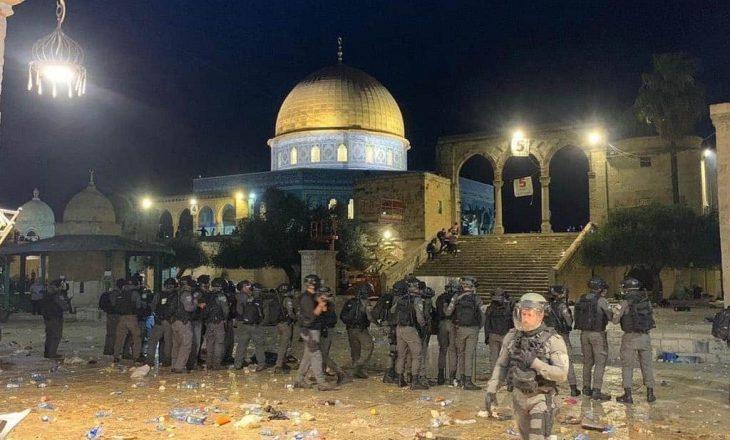 Vazhdon ndërhyrja izraelite në xhaminë Al-Aksa, së paku 10 persona kanë mbetur të plagosur