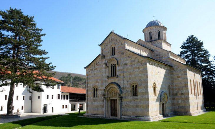 Dioqeza e Rashkë-Prizrenit i përgjigjet Kurtit pas ftesës për ta vizituar Manastirin e Deçanit
