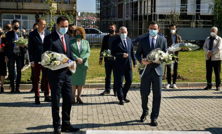 Kurti nderon Ilir Konushevcin dhe Hazir Malën: Dëshmorët janë dëshmuar tash ne duhet të dëshmohemi për ata