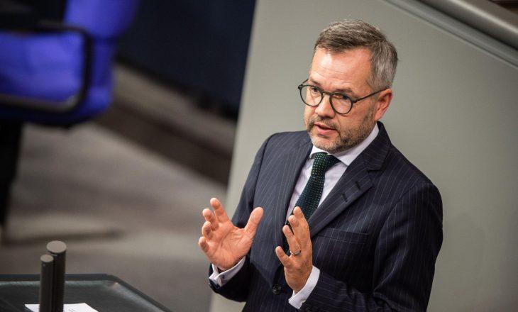 Deputeti gjerman: Kosova ka përmbushur kriteret për liberalizim të vizave, BE t'i mbajë premtimet