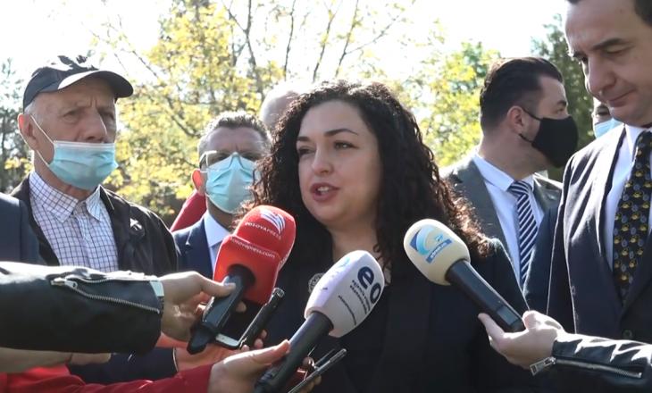 Osmani e Kurti me homazhe te varri i Fehmi Aganit: Ishte krah i djathtë i ish-presidentit Rugova