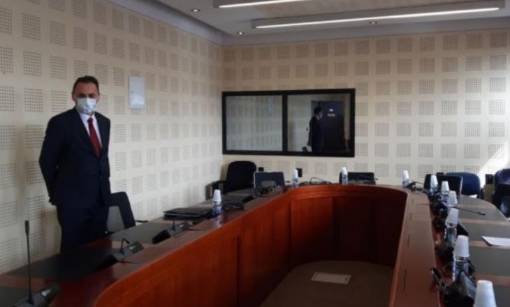 Drejtori i AKI-së arrin në komisionin për mbikëqyrjen e kësaj agjencie