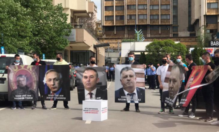 Të rinjtë e PDK-së me aksion para MPJD-së: Gërvalla ka harruar se kë përfaqëson