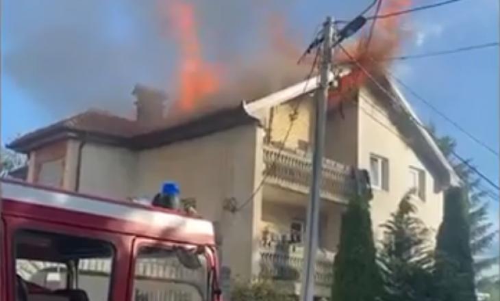 Një shtëpi në Deçan kaplohet nga zjarri (VIDEO)
