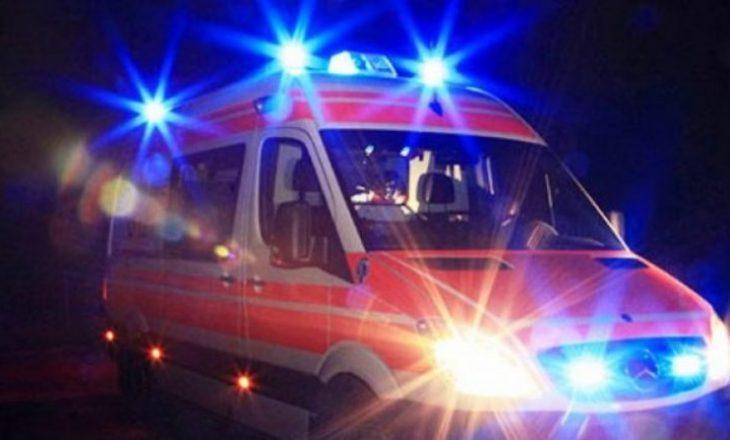 Një 22-vjeçar goditet nga vetura, dërgohet në QKUK