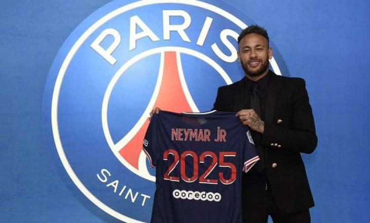 Neymar rinovon kontratën me PSG-në