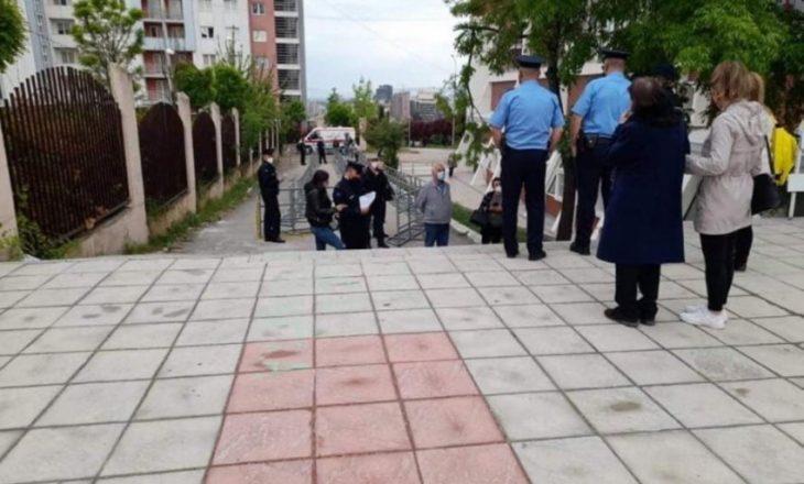 """Me Polici vazhdon organizimi i vaksinimit sot në sallën """"1 Tetori"""""""