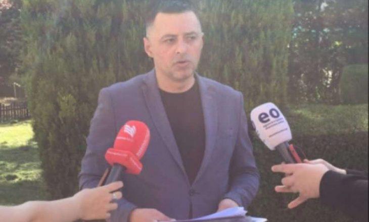 Infermieri grevist i dorëzon Konjufcës kërkesën për rritje të pagesës së ndërrimeve të natës