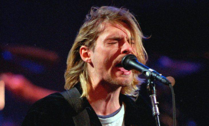 Flokët e këngëtarit në ankand për dy milionë dollarë