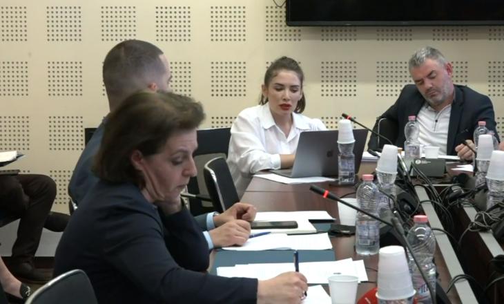 """Gërvalla sqarohet për anglishten """"skandaloze"""" në postimin e ministrisë"""