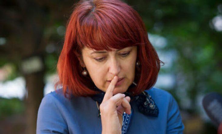 Eliza Hoxha thotë se e ka përjetuar rëndë votën e Vasfije Krasniqit që t'iu paguhet rryma serbëve të Veriut