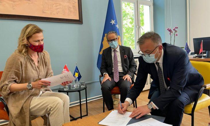 Vitia nënshkruan marrëveshje me Kroacinë për 10 mijë vaksinat