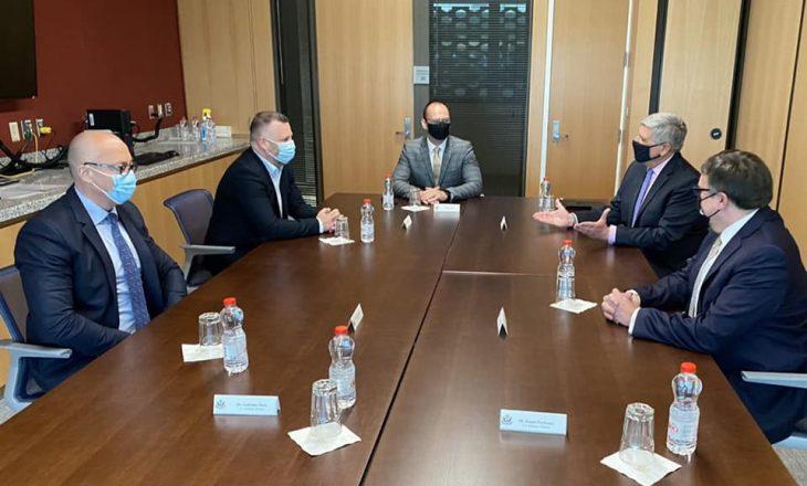 Palmer takohet me Listën Serbe, diskutojnë për dialogun
