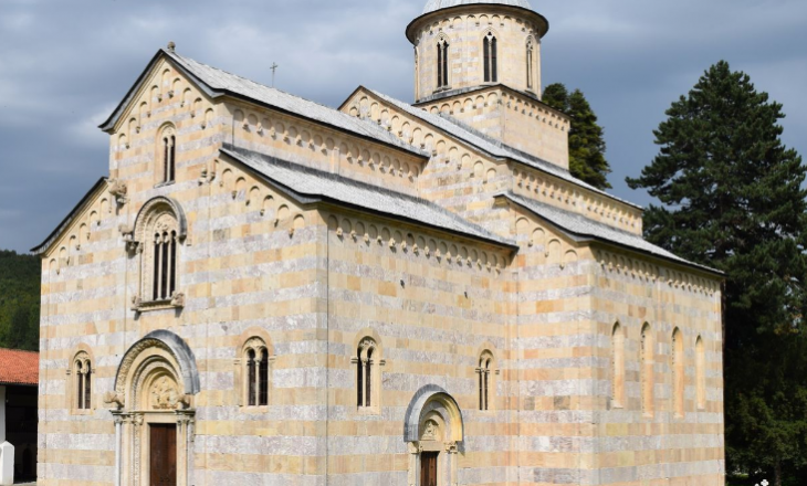 Kurtit i refuzohet kërkesa për ta vizituar Manastirin e Deçanit