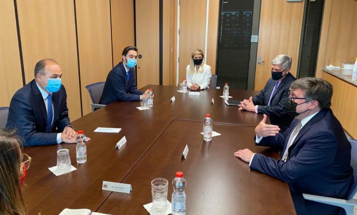 Palmer takohet me Hoxhajn, flasin për dialogun Kosovë-Serbi