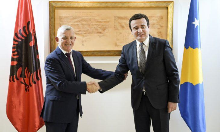 Albin Kurti takohet me ambasadorin e Shqipërisë, flasin për angazhimin e qeverive