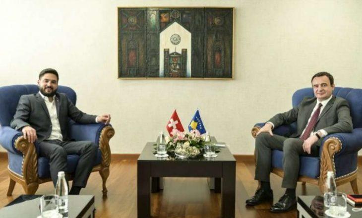 Kurti takohet me deputetin zvicran, theksohen raportet mes Kosovës dhe Zvicrës