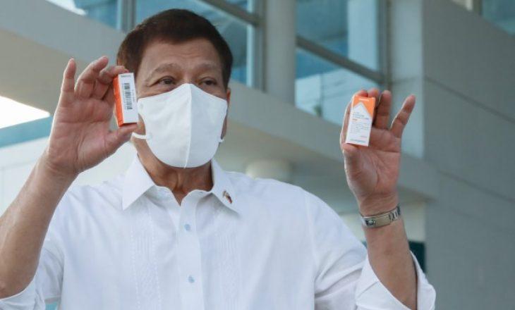 Filipinet kërkojnë nga Kina t'i kthejë mbrapsht një mijë doza të vaksinës kundër COVID-19 të dhuruar më parë
