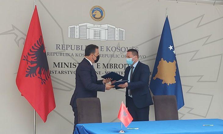 Nënshkruhet marrëveshje bashkëpunimi – Ministri shqiptar i Mbrojtjes garanton mbështetje për Kosovën