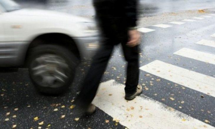 Një këmbësore shkelet nga një veturë në Prishtinë
