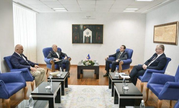Zyra e Kryeministrit tregon kërkesën e Haradinajt për Kurtin në takimin e sotëm