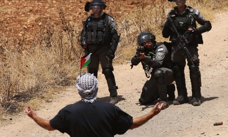Një protestues palestinez vritet nga ushtarët izraelitë në Bregun Perëndimor