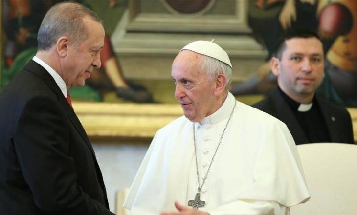 Erdogan zhvilloi bisedë telefonike me Papa Françeskun, diskutuan në lidhje me konfliktin Izrael-Palestinë