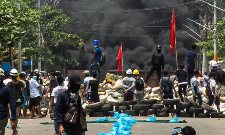 Shkon në 796 numri i viktimave në protestat kundër grushtit të shtetit në Mianmar