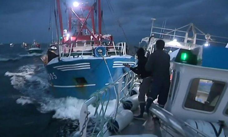 Tensionohet situata në brigjet detare mes Francës dhe Mbretërisë së Bashkuar në lidhje me të drejtat e peshkimit