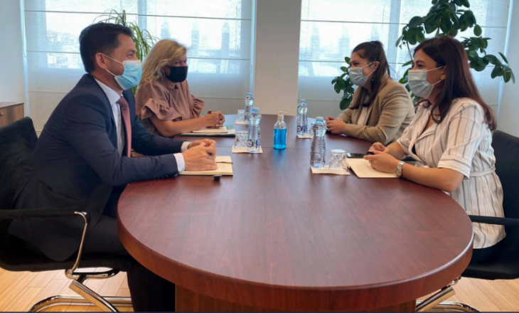 Ministrja e Drejtësisë takohet me përfaqësuesit e Odës së Ndërmjetësuesve
